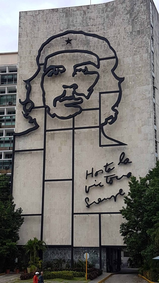 Portrait of Che Guevara constructed from wire on the side of a building in Havana