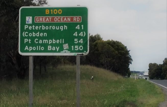 Street sign depicting beginning of Allansford end of Great Ocean Road